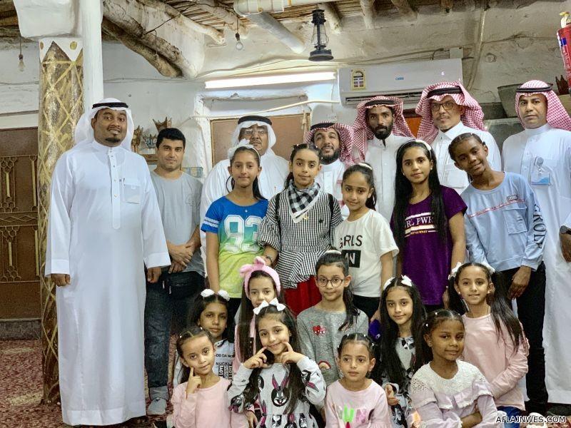 بالصور قناة أطفال ومواهب في زيارة للمتحف الشخصي لـ آل تميم