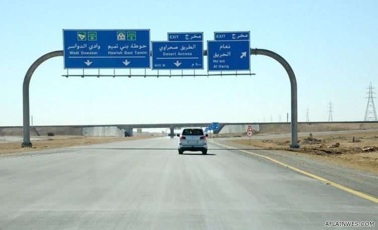 مواطن ينجو وأسرته بعد تعرضهم لمطاردة من مجهول على طريق الحائر - الحوطة
