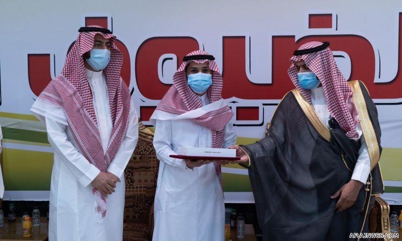 محافظ الأفلاج المكلف يكرم الفائزين في مسابقة مدرستي الرقمية