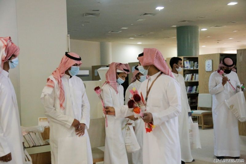كلية العلوم والدراسات الإنسانية تنتهي من البرنامج التعريفي لطلابها