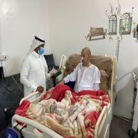 مدير مستشفى الأفلاج يقوم بزيارة المرضى وكبار السن ومتابعة حالاتهم